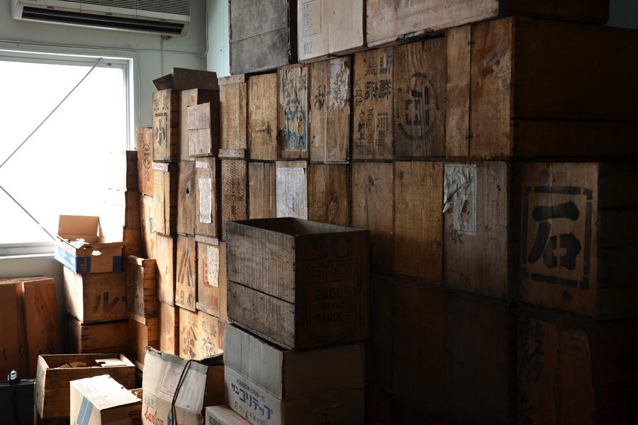 古い薬局にあった木箱たち